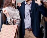 Faire les magasins avec ma copine, j'adore!