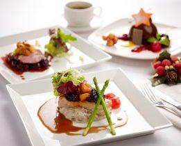 Diner gastronomique dans la cuisine d'un palace parisien : comment ça se passe